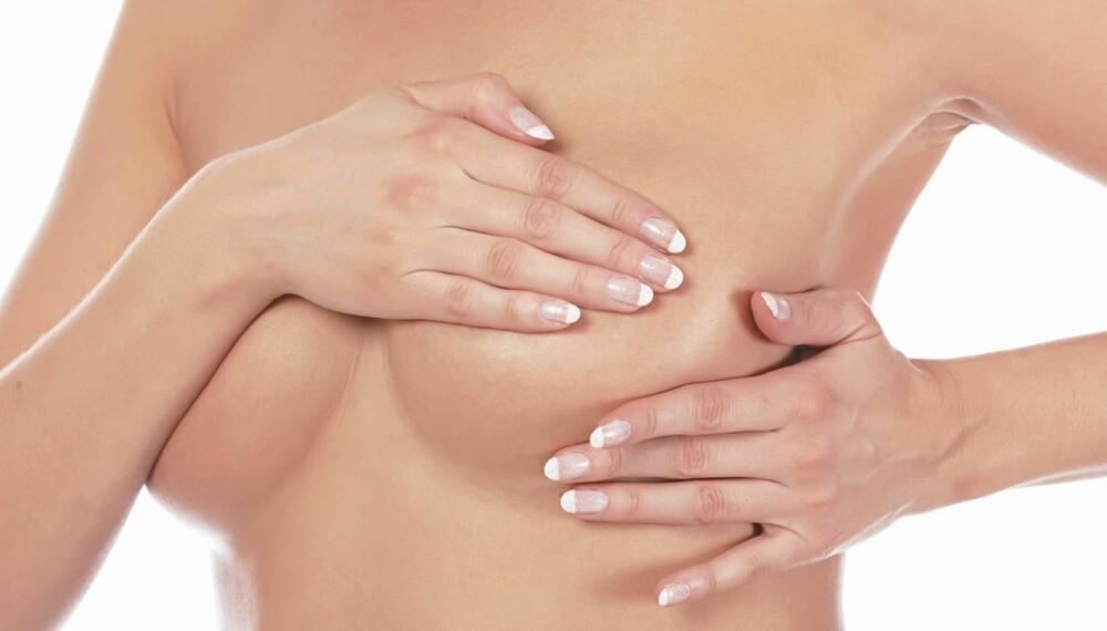 SYMPTOMER PÅ BRYSTKREFT 1 av 10 kvinner vil få brystkreft i løpet av livet. Om du er flink til å undersøke deg selv, er brystkreft lettere å oppdage.