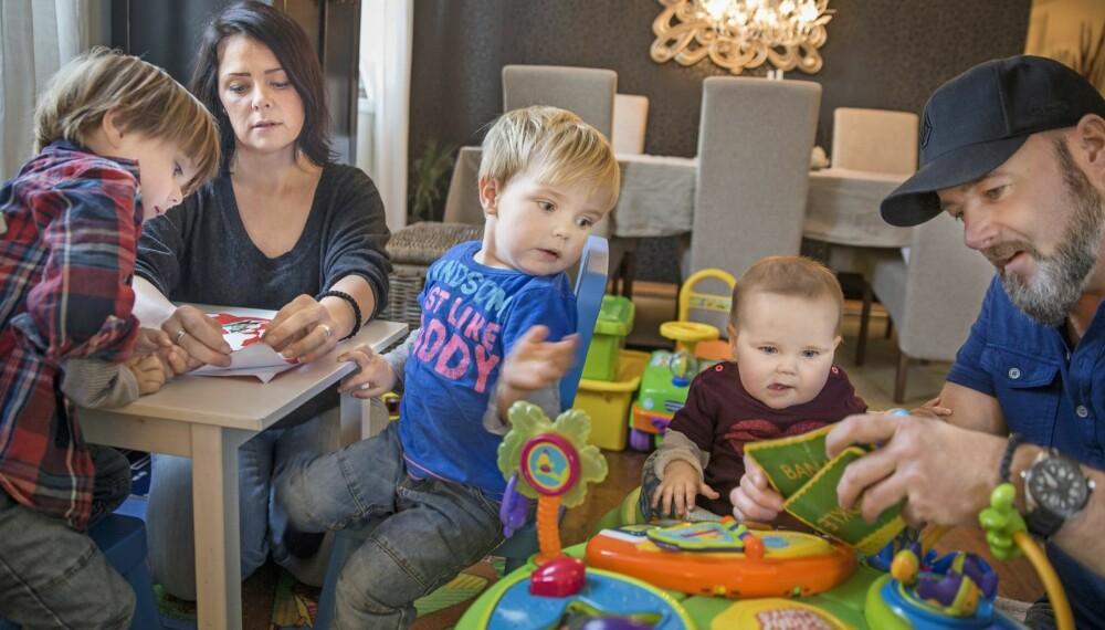 HVERDAGSLIV: Det er ikke lett å gi oppmerksomhet til ett barn av gangen når man har tre tette. Fra venstre: Oliver James (4), mamma Bente, Jack Connor (3), Nicoline Jade (1) og pappa David.