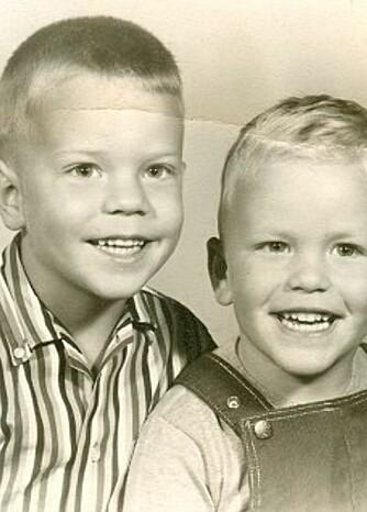 SØSKENKJÆRLIGHET: Bildet ble tatt da Geof var fire år og Peter var tre år.