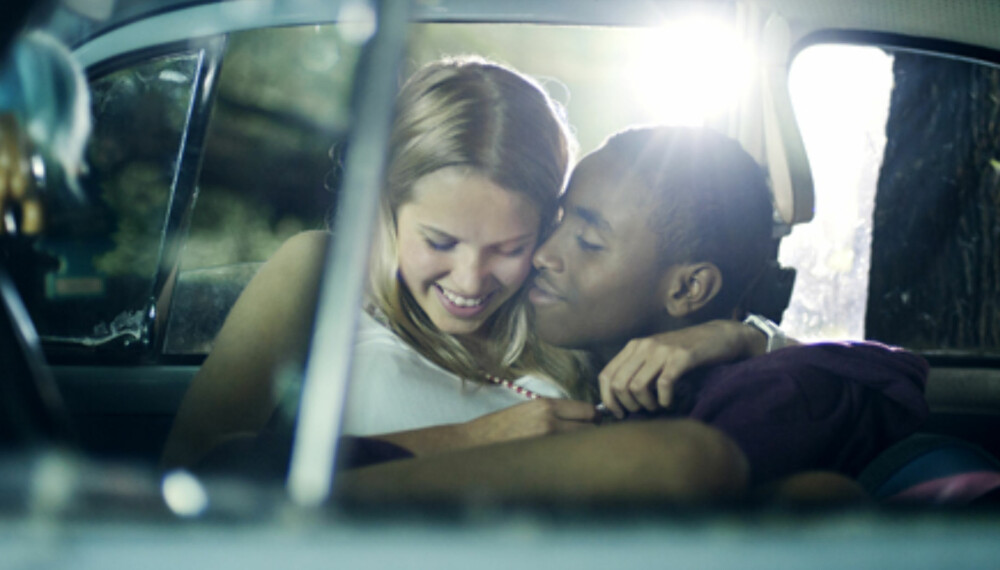 ROMANTIKK: Seksualitet er et sentralt tema i norske ungdomsfilmer som «Natt til 17.» Men jentenes seksuelle atferd eller nakne kropper fetisjeres på en måte som tidvis minner om det man finner i mykpornoen, mener forsker.