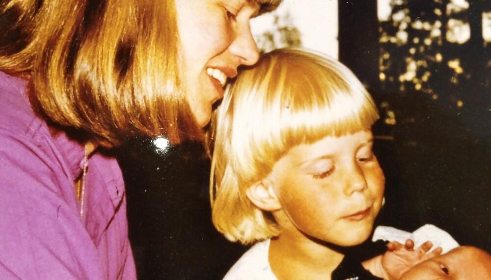 SYKT FORHOLD TIL MAT: Å vokse opp med en mor som har spiseforstyrrelser kan være vanskelig. Slik var Kristiane sin barndom, her sammen med sin mor og lillebror i 1983.