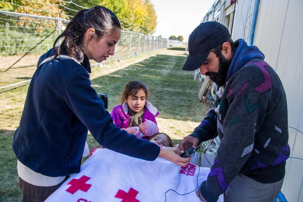 MARIA KORKUNC: Sammen med Adnan og hans funksjonshemmede nevø. Adnan bar nevøen sin hele veien fra Syria til Tyrkia.