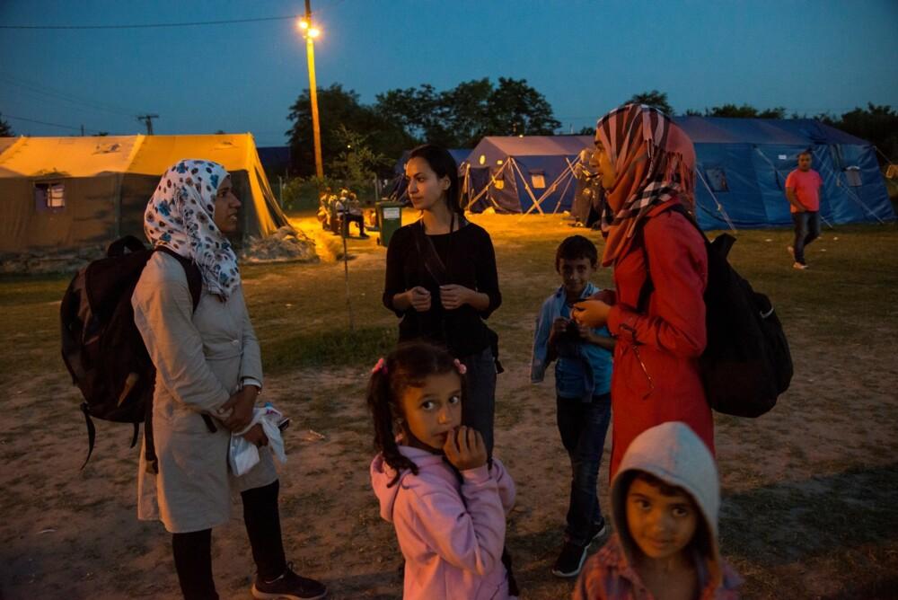 FLYKTET ALENE FRA SYRIA: Søstrene Habari (17) og Rahaf (21) var veldig nervøse for å krysse grensen fra Serbia til Ungarn.