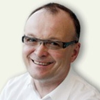 DERFOR BLIR VI: - Det er en måte å fortsette å bearbeide uløste og delvis fortrengte konflikter på, sier Tom Colbjørnsen, professor ved Institutt for ledelse og organisasjon på BI.