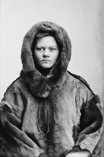 POLARHELT: Her parodierer kvinnesaksforkjemper og fotograf Marie HØeg det klassiske polarbildet.
