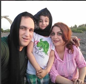 """""""I den stekende heten i Nord Iran bestemte jeg meg for å prøve det påtvungnde sløret til min kjære. Varmen var ulidelig"""", skriver småbarnsfaren til facebooksiden My Stealthy Freedom."""