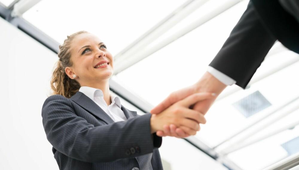 FAST: Håndtrykket gir folk en klar oppfatning om hvordan du er.