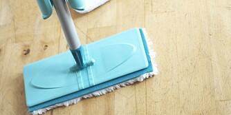 VÆR OBS: Tenk også bakterier når du vasker, ikke bruk samme mopp på badet som på kjøkkenet. Ha gjerne en ren mopp for hvert rom og kjør alle i 60 graders vask etterpå.