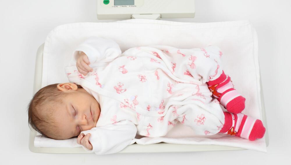 STØRRELSE PÅ BABY: Det er mange faktorer som avgjør hva som er normal størrelse på nyfødte babyer.
