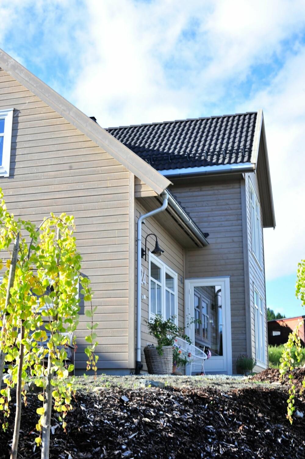 PERSONLIG PREG: Huset utenfor Trondheim er et ferdighus, men eierne har gjort så store endringer at hjemmet har fått et helt eget preg.