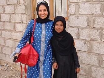 BEGGE VAR BARNEBRUDER: Regissør Khadija Al-Salami med Nujood Ali, som hun har laget film om.