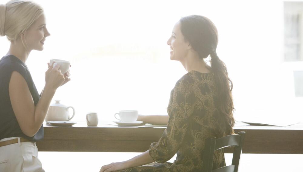MØTE: Å ta en kaffe med en bekjent kan være starten på en ny jobb.