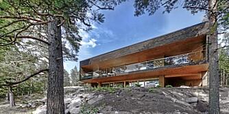 KOMPROMISSLØS: Denne to-etasjers villaen i det superstramme formspråket er spesiallaget til en kunde.