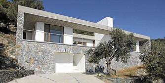 MASSIV SJARM: Det boksaktige feriehuset på Lesbos er signert eierne, arkitektparet  Lars Frank Nielsen og Helle Starch.