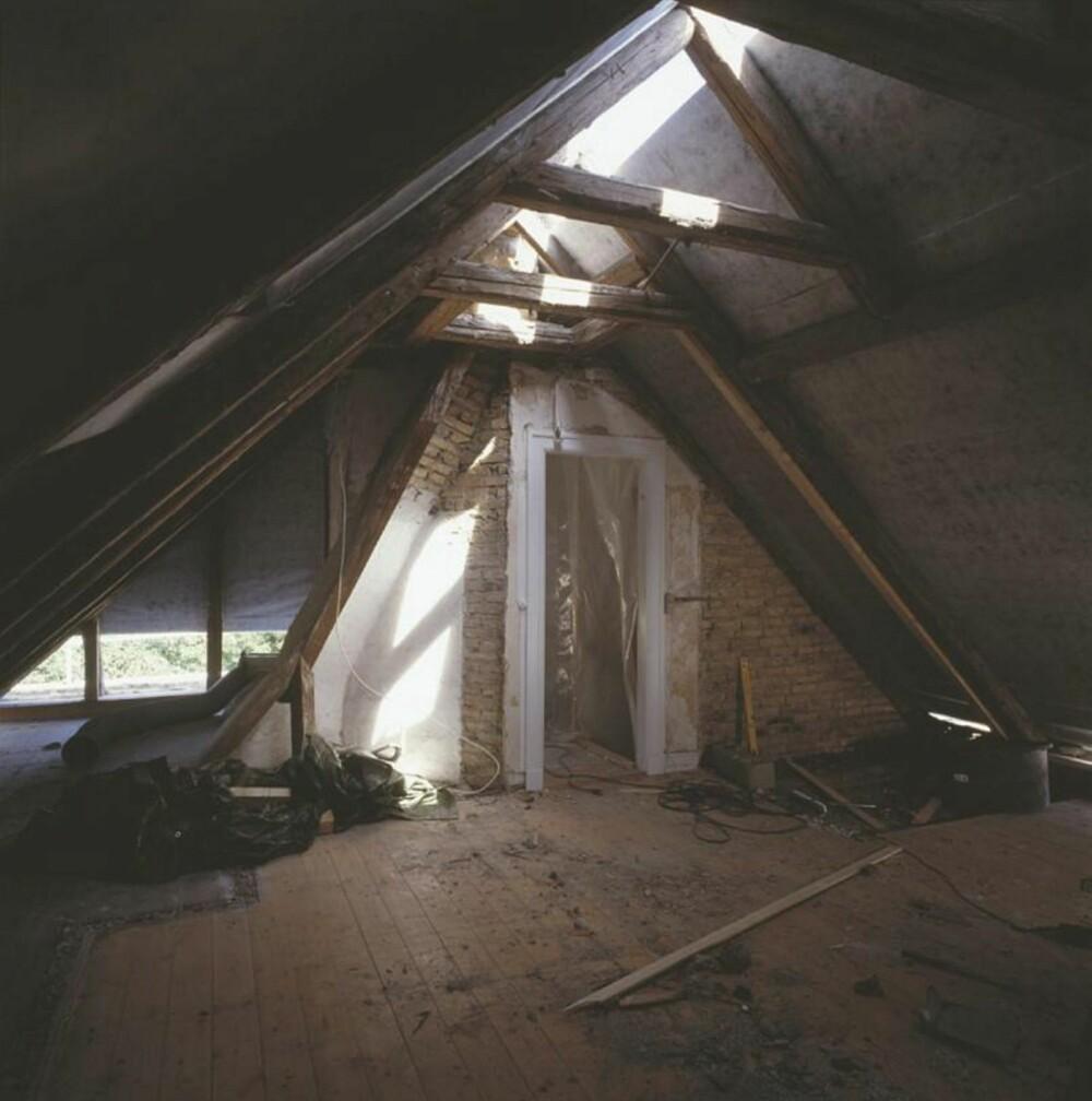 MØRKT: Med relativt god takhøyde kan loftet fungere som bolig. Utfordringen her vil være å finne gode takvinduer.