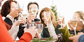 VIN: Alkohol kan både lage ekstra god stemning til juleselskapet, og ekstra dårlig stemning. Hvis det er noen i familien som har det med å drikke så mye at det blir utrivelig, så bør du ta forhåndsregler.
