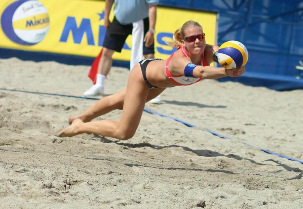 AVKLEDD: - Vi blir avbildet fra alle mulig vinkler. Jeg har forståelse for at noen utøvere synes det er vanskelig, sier Janne Kongshavn Hordvik, Norges beste kvinnelige strandvolleyballspiller.