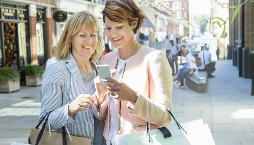 RÅD: Shopping er det samme, men mye annet ved økonomien har endret seg på en generasjon. Så det kan hende du får best råd ved å spørre noen andre enn foreldrene dine.