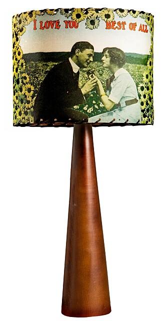 I LOVE YOU: Lampeskjermen fant jeg i en interiørbutikk i Texas. Den har nydelige motiver på begge sider, og teksten «I love you best of all» trykket på forsiden.