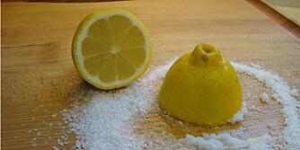 VINNERPAR: Sitron i kombinasjon med salt eller bakepulver vil kunne fjerne de fleste flekker på de fleste overflater.