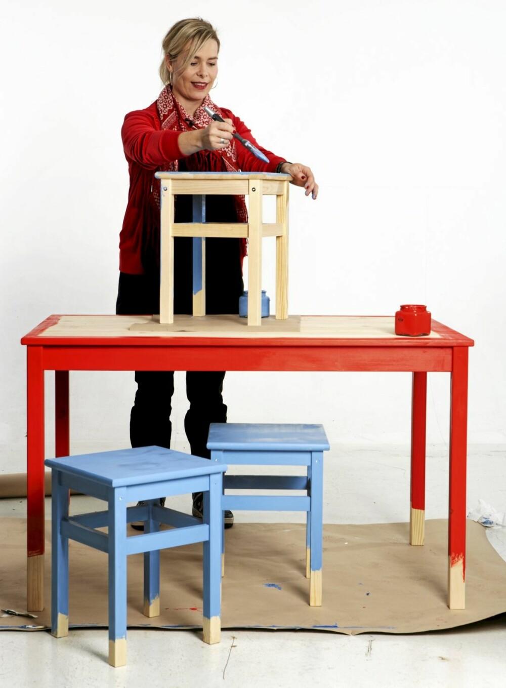 Bord, Ingo, kr 295, og krakker, Oddvar, kr 59 pr. stk., fra Ikea.
