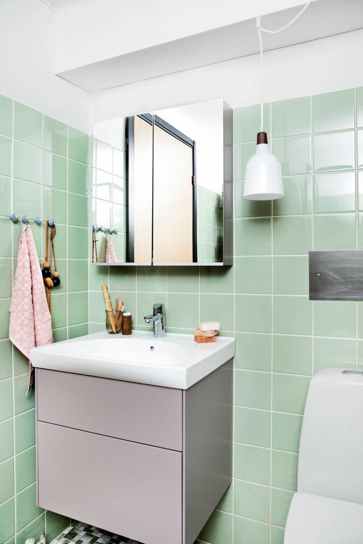 SMART MED SPEIL: Speilskapet gir mye skjult oppbevaringsplass. Du får dem i  mange ulike prisklasser og dybder. Ønsker du en rimelig variant, kan du for eksempel prøve speilskapene fra Ikea. FOTO: Tia Borgsmidt