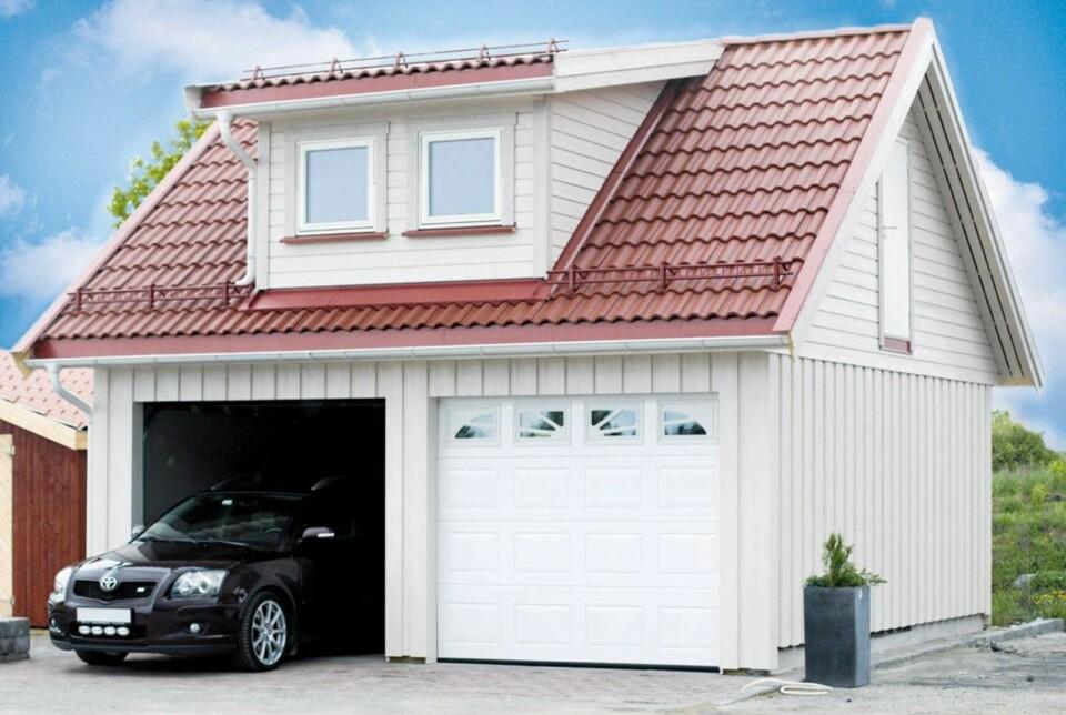 DOBBEL GARASJE: En klassisk dobbelgarasje med leilighet på toppen.