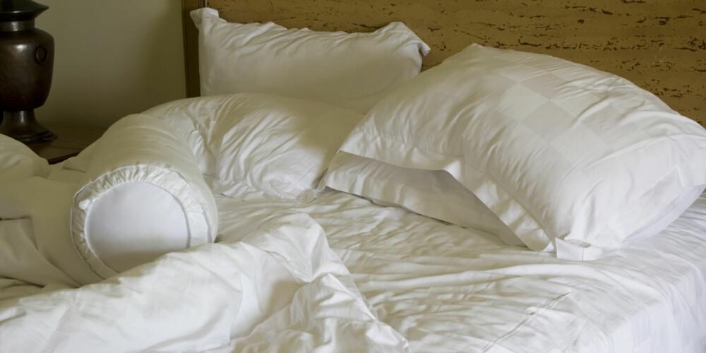 HOLD DET RENT: Selv om dynen og puteten ser tilsynelatende rene ut, kan det gjemme seg uante mengder med støv og midd der.