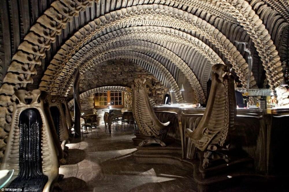 SKUMMEL: Scicence fiction elskere vil kjenne seg igjen på denne baren i Sveits.