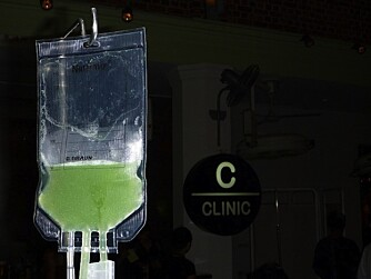 DRYPP: På Baren The Clinic i Singapore kan du få drinkene intravenøst.