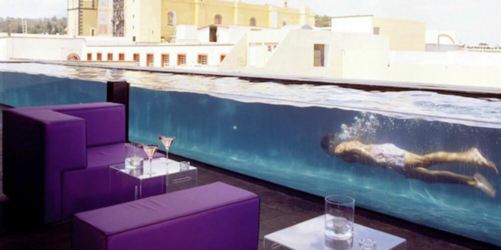 SVØMMETUR: På denne baren kan du ta deg en svømmetur mend du venter på neste drink.