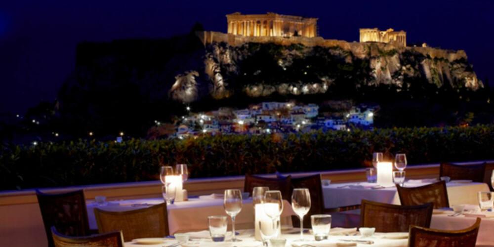 AKROPOLIS: Fra terassen på dennen baren kan du nyte synet av selveste Akropolis.