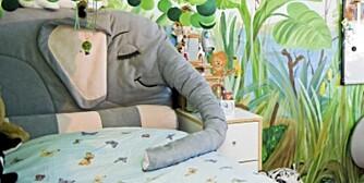 En søvnig elefant som hodegjerde passer både til små og store barn.