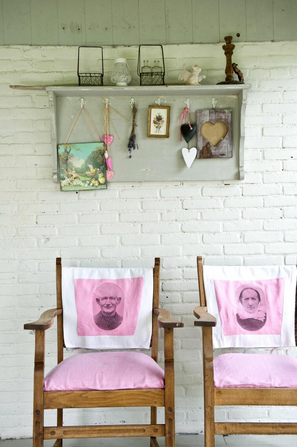 SELVGJORT ER VELGJORT: De gamle stolene er arvestykker fra Martins besteforeldre. Ankie har laget setetrekk med gamle fotografier av slekten hans.