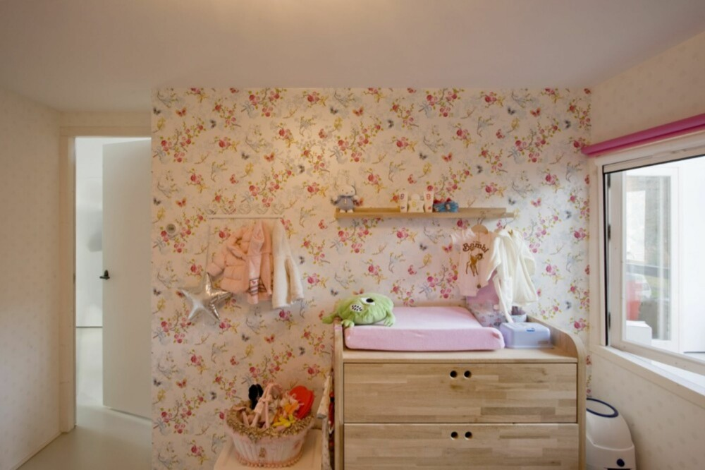 PRIVATSONER: Soverommene er laget til inne i leilighetens små hus.
