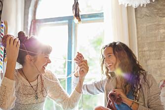 FORDELER: Å strikke gir deg en hel haug med fordeler, ikke bare fordi du får fine og varme plagg - men også for helse og velvære.
