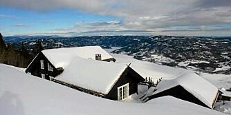 TIL SALGS: Hytte i Norefjell Alpingrend. Primærrom 178 kvm. 6 soverom. Byggeår 2006. Prisantydning 8.900.000 kroner.