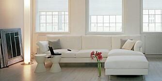 LETT OG LYSE: Plisserullgardiner som passer et lett og lyst interiør.