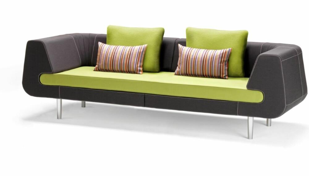 STILIG NYHET. Denne modulbaserte loungesofaen er inspirert av 50- og 60-tallets stil. Serien Mirage fra danske Stouby kommer i butikkene i mars, fra kr 28 944, stouby.com