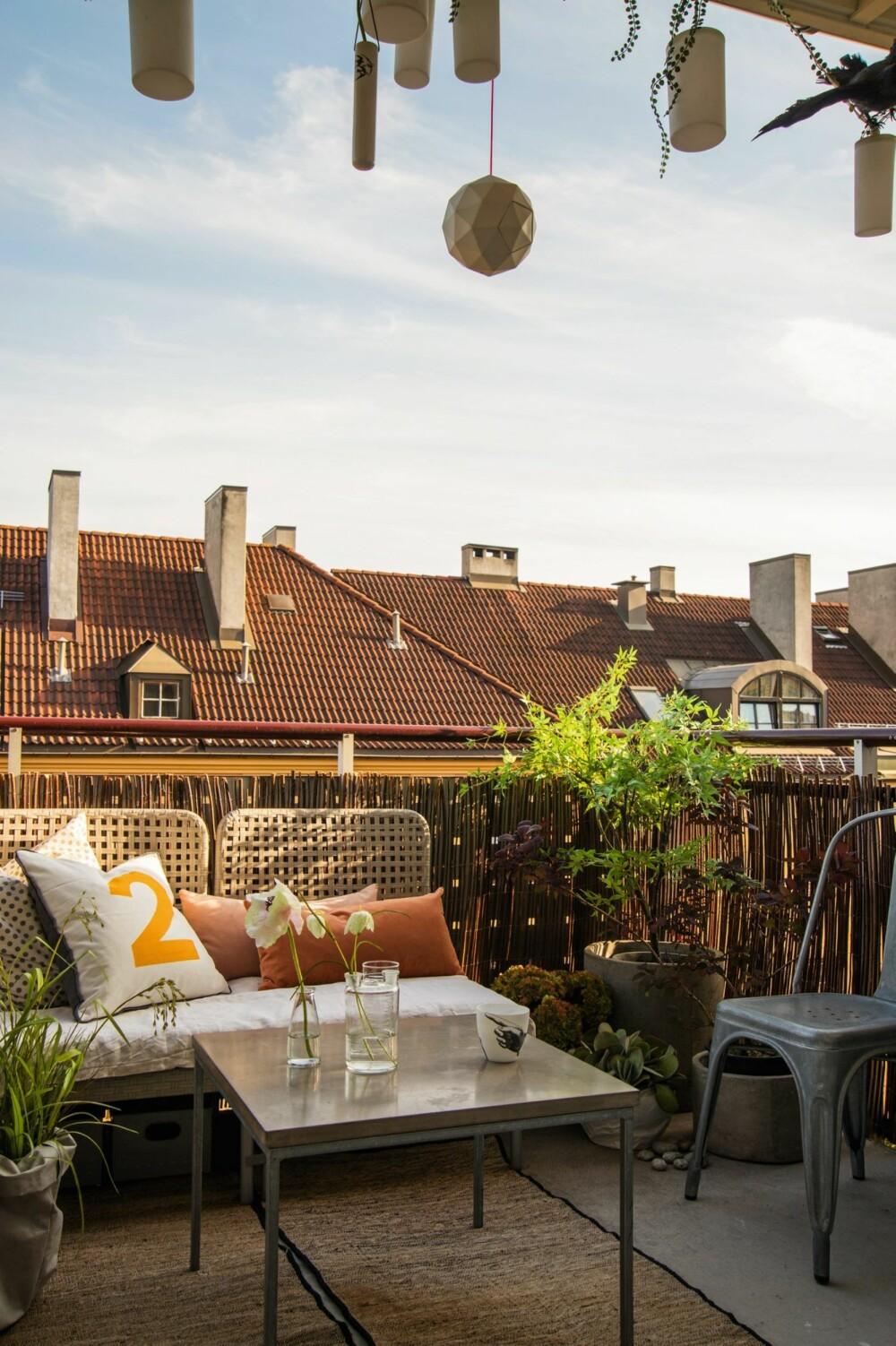 MED ENKLE GREP: Stylist Birgitta Roald innredet balkongen sin til en praktisk oase.