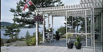 EN UTROLIG UTEPLASS: Se hvordan hele terrassesiden av Stavangerhytta vender seg mot solen og sjøen. Den er tegnet av Filter arkitekter.