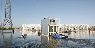 SEILES PÅ PLASS: I den nye bydelen i IJburg i Amsterdam finner vi et komplett flytende nabolag med 75 moderne vannbaserte boliger.