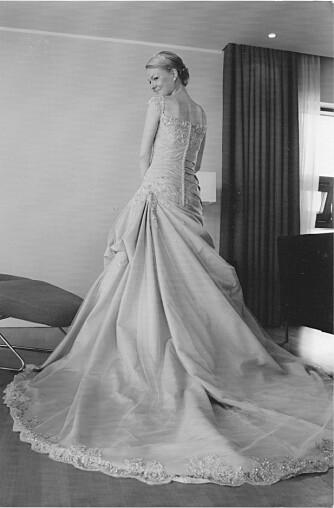 DRØMMEBRYLLUP: Camilla giftet seg i den flotteste kirken, i den fineste kjolen og foran 100 skuelystne gjester. Men bak fasaden sto ikke alt like bra til.