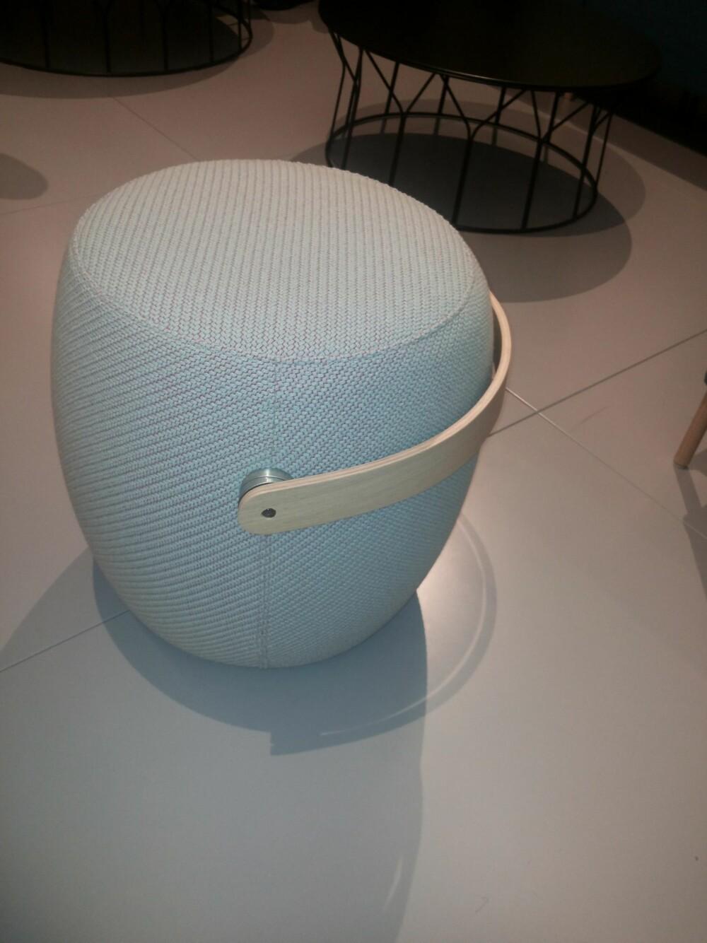 FLEKSIBEL: Møbler du enkelt kan ta med deg rundt omkring er en klar trend. Med dem kan du skape spennende miljøer. Puffen Carry on er fra Offecct.