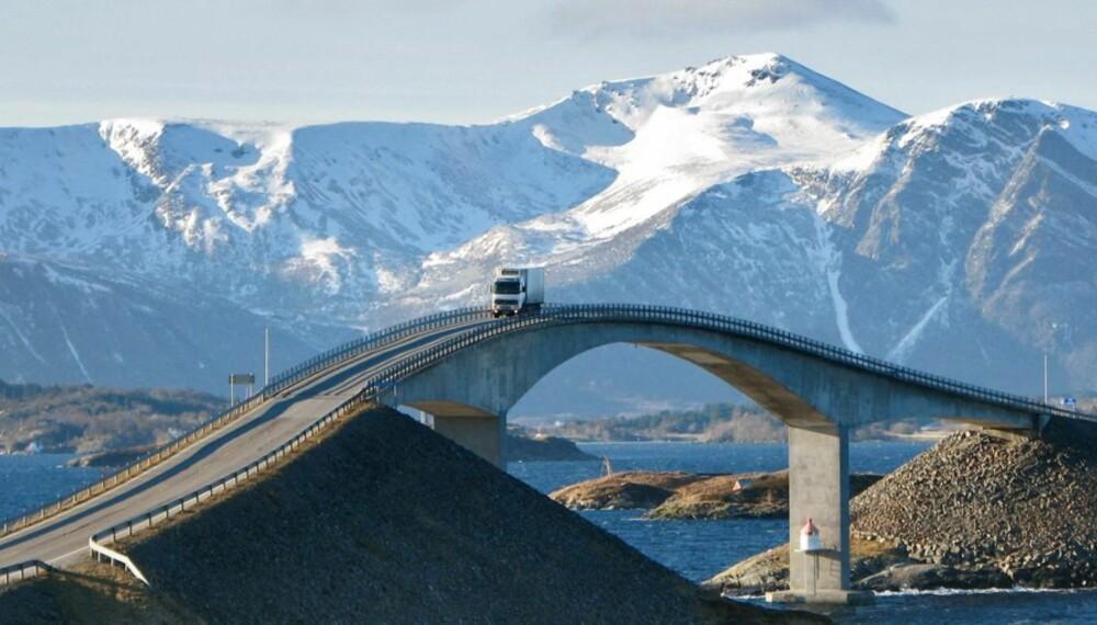 Storseisundbrua er den høyeste på Atlanterhavsvegen mellom Eide i Romsdal og Averøya på Nordmøre.
