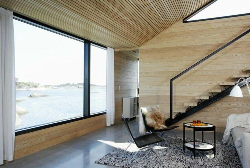 TISLØSE ROM: Filter arkitekter ga bygningen og interøret et formspråk som både er moderne og tidløst. I forgrunnen Poul Kjærholms legendariske PK-22 stol.