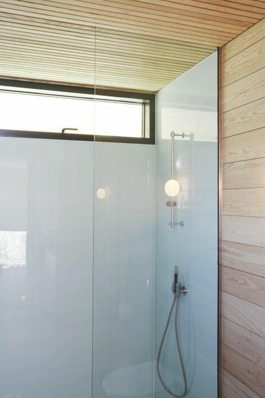 STILIG VASK: Et slikt baderom passer i en moderne sommerhytte.