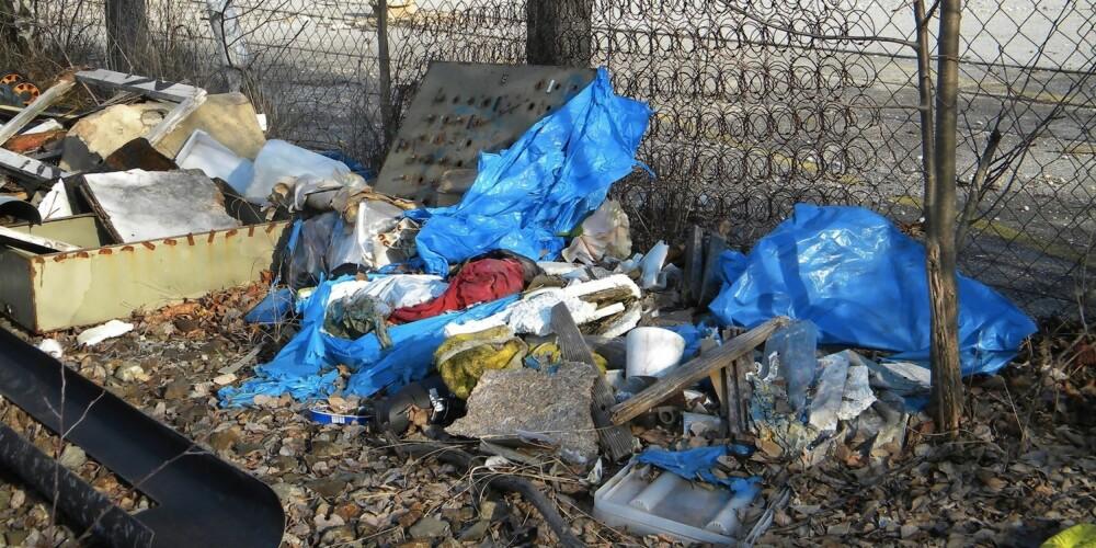 """UØNSKET NABO: Ingen vil vel bo ved siden av en slik """"""""søppelfylling"""""""". Ser naboeiendommen slik ut kan dette trekke ned prisen på huset ditt."""