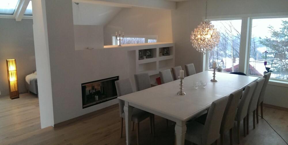 STUEN: Andreas Johnsen brukte et digitalt tegneprogram for å planlegge romstørrelse, plassering av møbler, vinduer og halvveggen i stuen.
