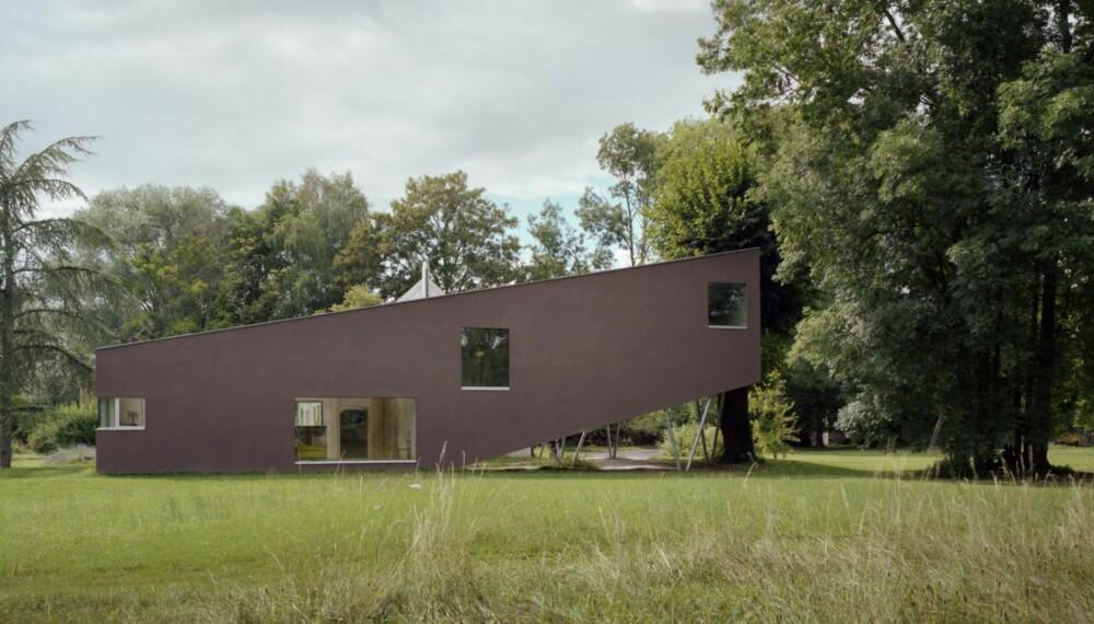 ET PRISBELØNT HUS: Tilbygget Spiral House ligger i det landlige Burgund i Franrike. Det er tegnet av Powerhouse Company, et arkitektfirma som har kontor både i Rotterdam og København.